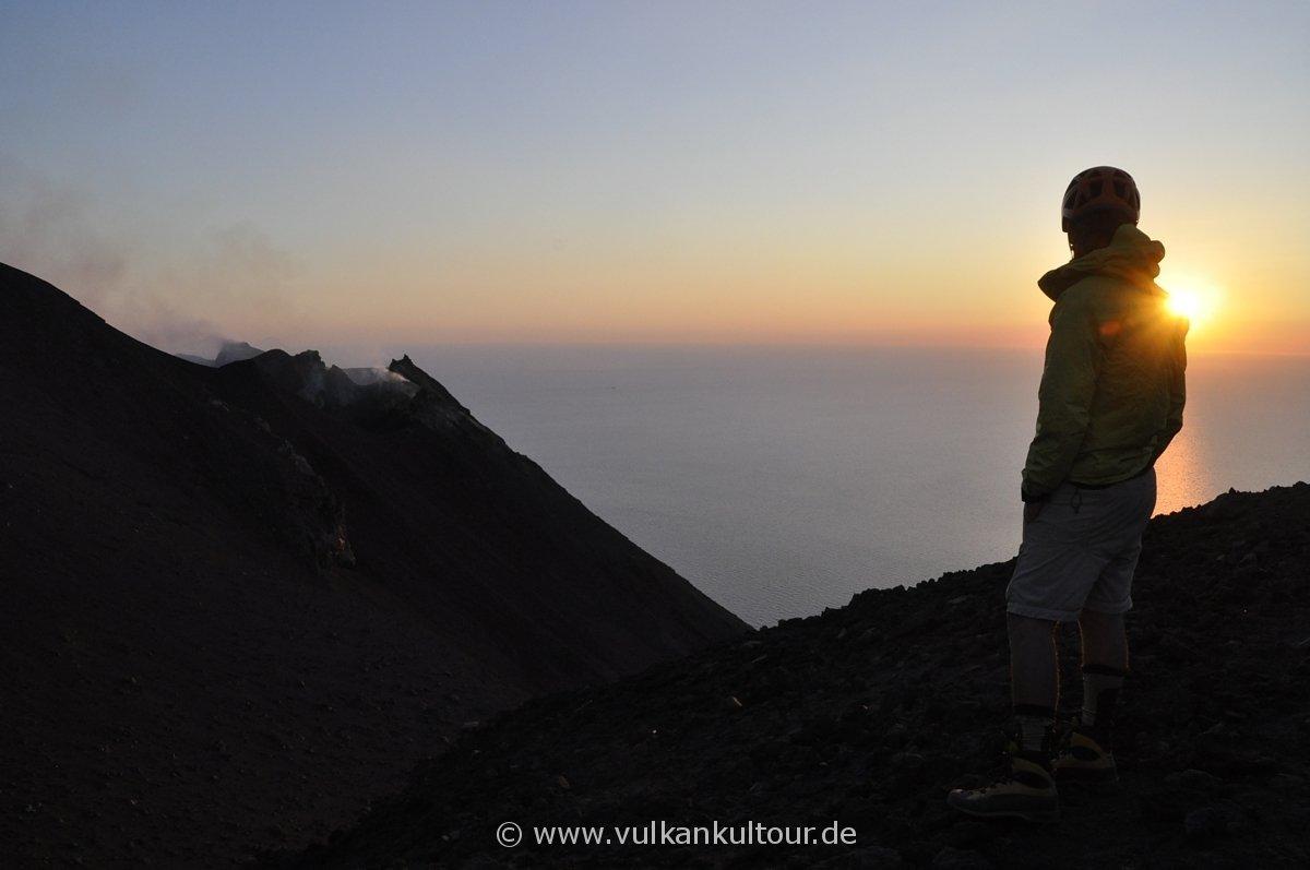 Bei Sonnenuntergang auf 750 Metern vis-a-vis zu den Kratern