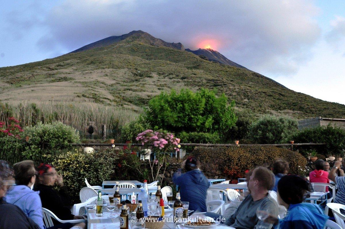 Vulkanblick bei Pizza und Spaghetti vom Alten Observatorium