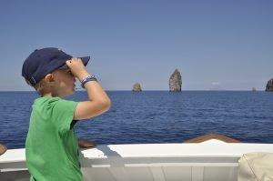 Kinder-Vulkanreise auf den Liparischen Inseln. Viele unserer Reisen sind auch für Familien mit Kindern geeignet!