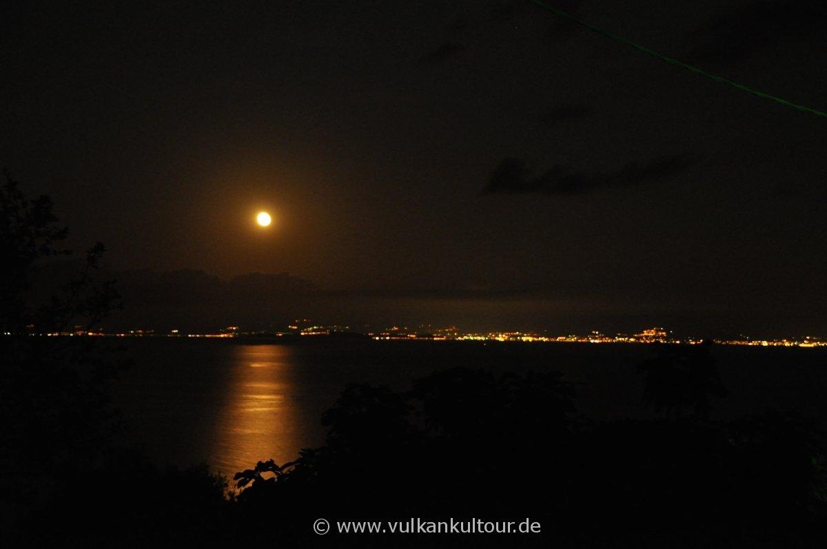 Der Mond geht über Sizilien auf