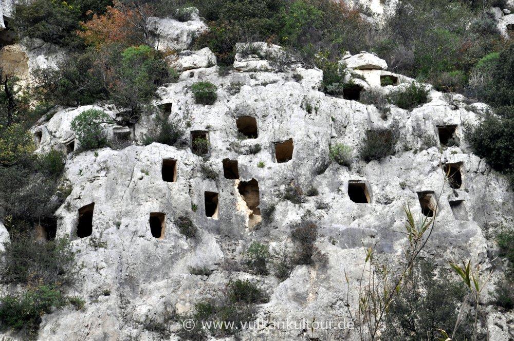 Bronzezeitliche Grabhöhlen in Pantálica