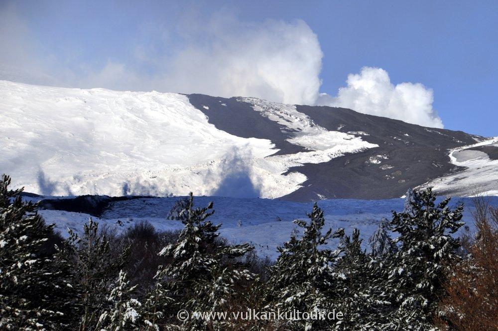 Der Lavastrom vom 28.12.2014 dampft noch!