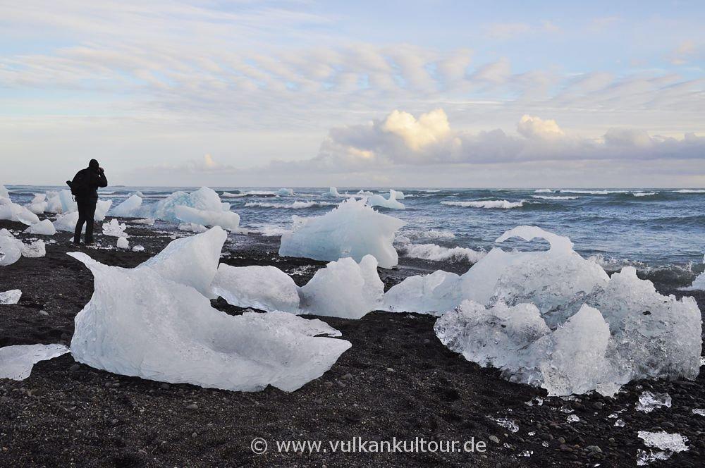 Am Strand bei der Gletscherlagune Jökulsárlón