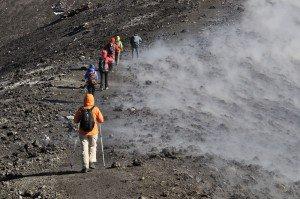 Ätna - durch Schwefeldämpfe zum Gipfel