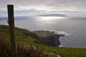 Corvo Westküste mit Blick auf Flores