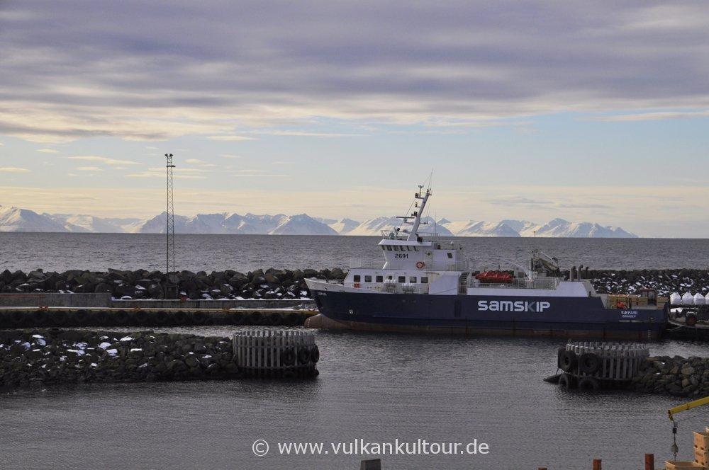 Hafen von Grímsey mit unserer Fähre