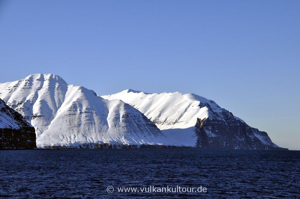 Steile Küste der Tröllaskagi-Halbinsel