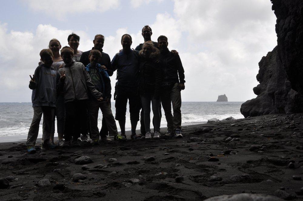 Alle zusammen am Strand der Grotta di Eolo