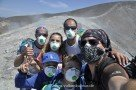 Mit Atemschutz durch die vulkanischen Gase (Vulcano Gran Cratere)
