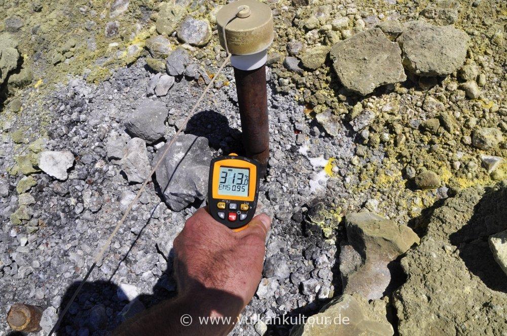 Temperaturmessungen in den Fumarolen auf Vulcano