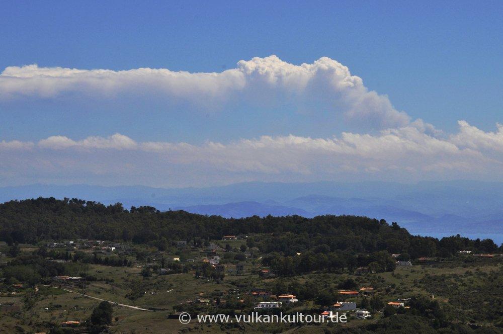 Aschewolke des Ätna (Paroxysmus am 18.5.2016) - gesehen von Vulcano