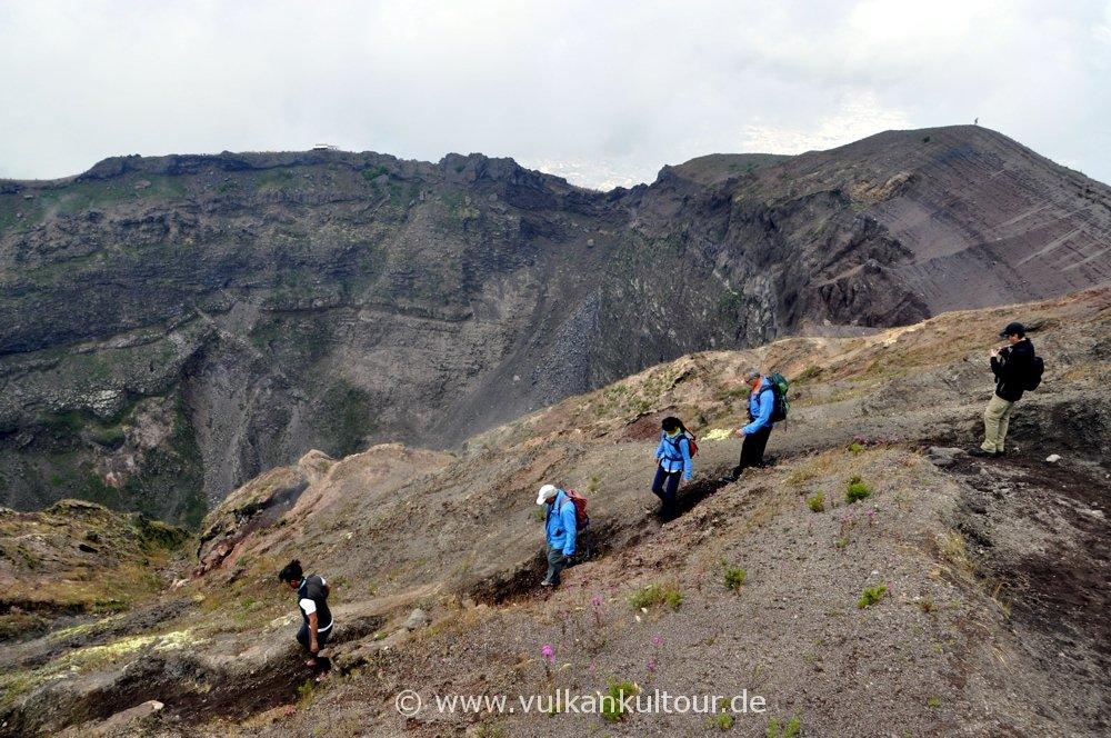 Kraterumrundung am Vesuv