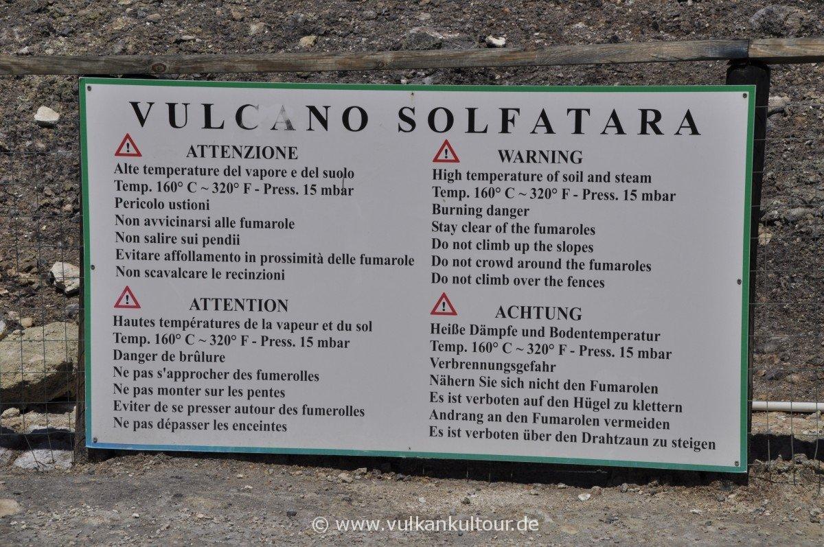 Warnschild im Vulkan Solfatara