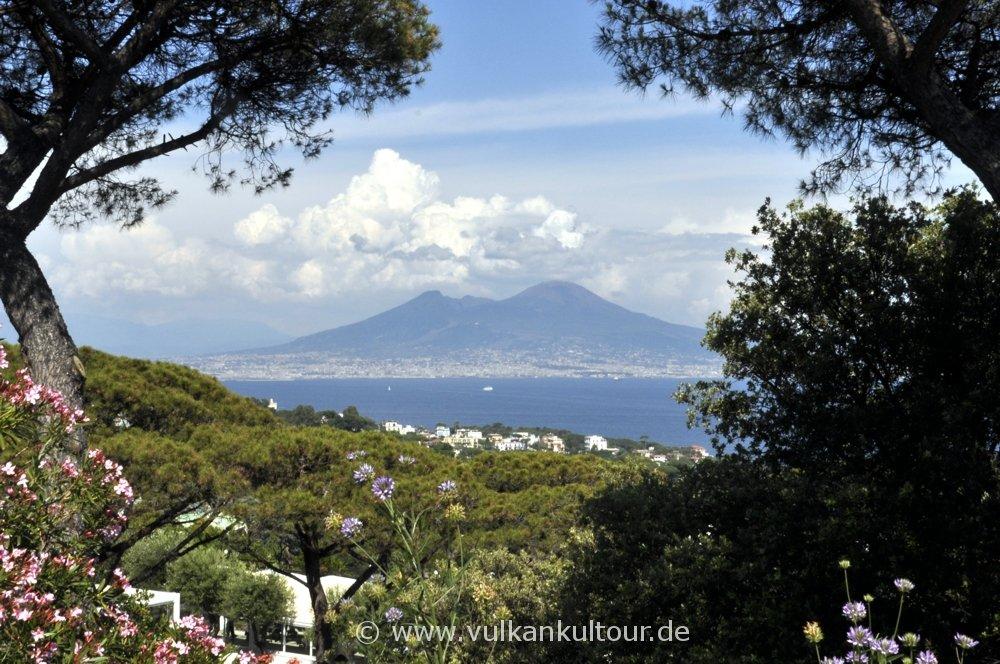 Blick vom Posillipo auf den Vesuv