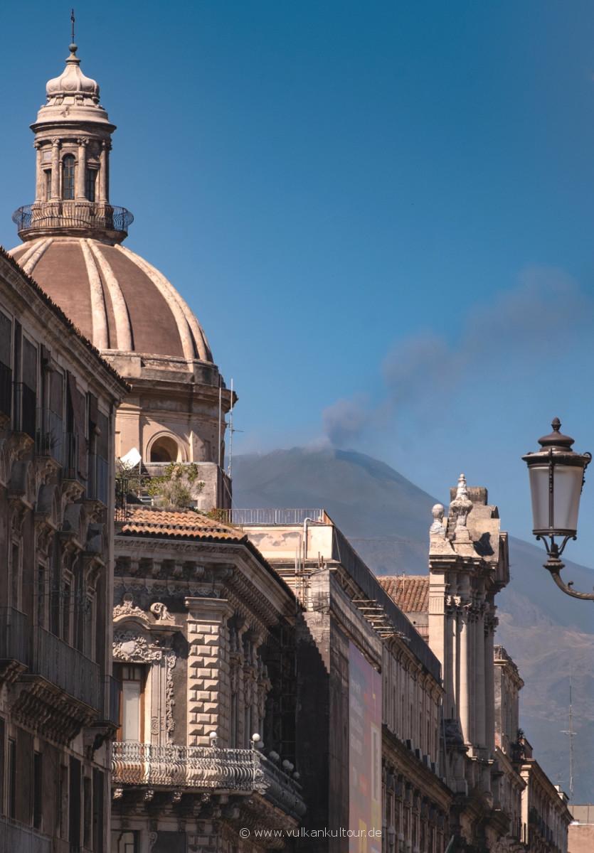 Catania - Blick von der Via Etnea zum Ätna