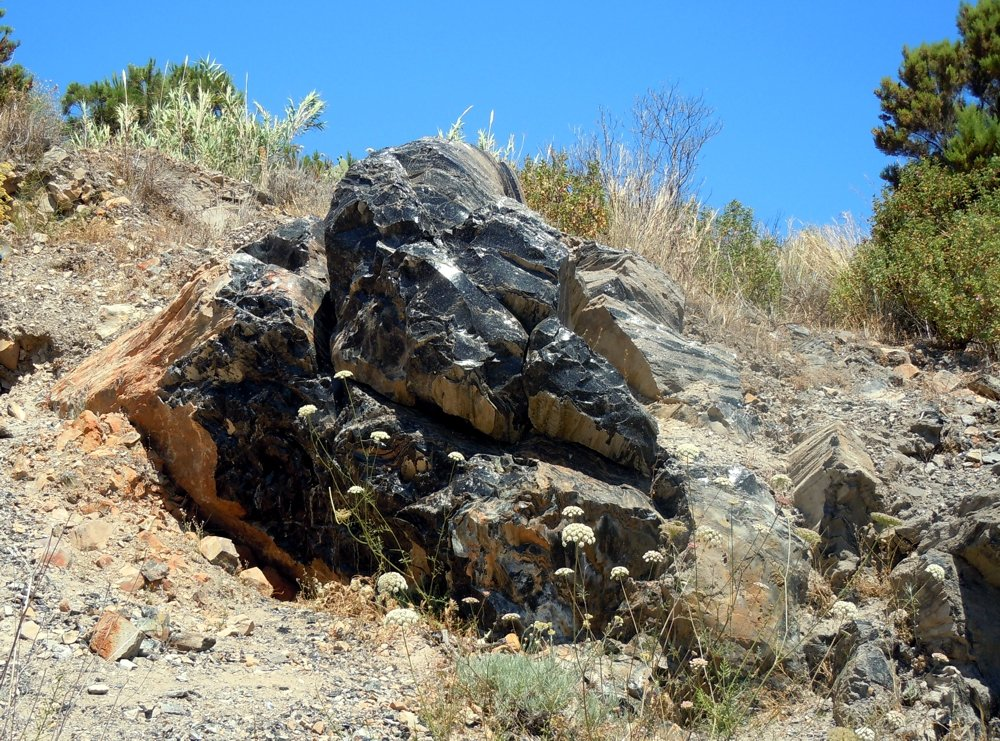 Obsidianfelsen auf Lipari (© by Manfred Althöfer)