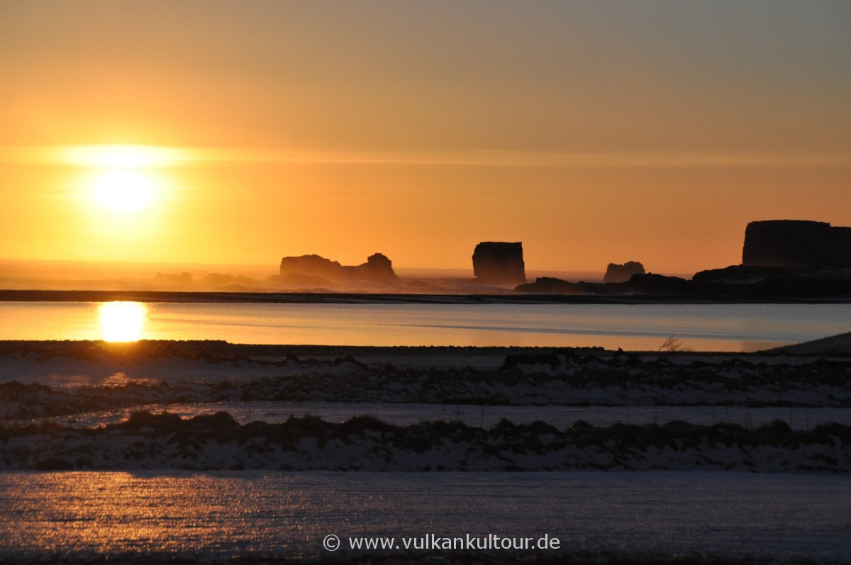 Sonnenuntergang hinter Dyrhólaey