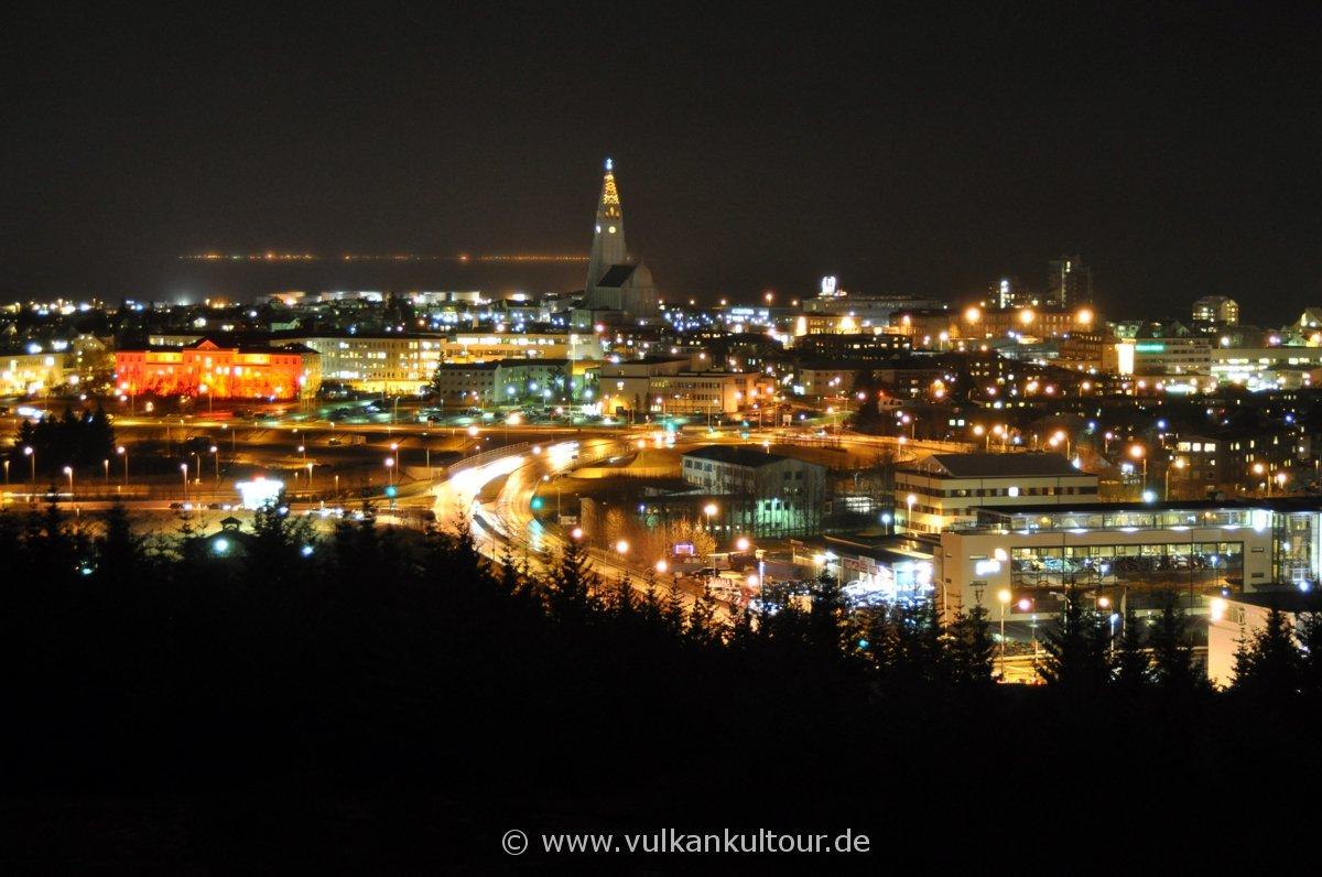 Reykjavík by night