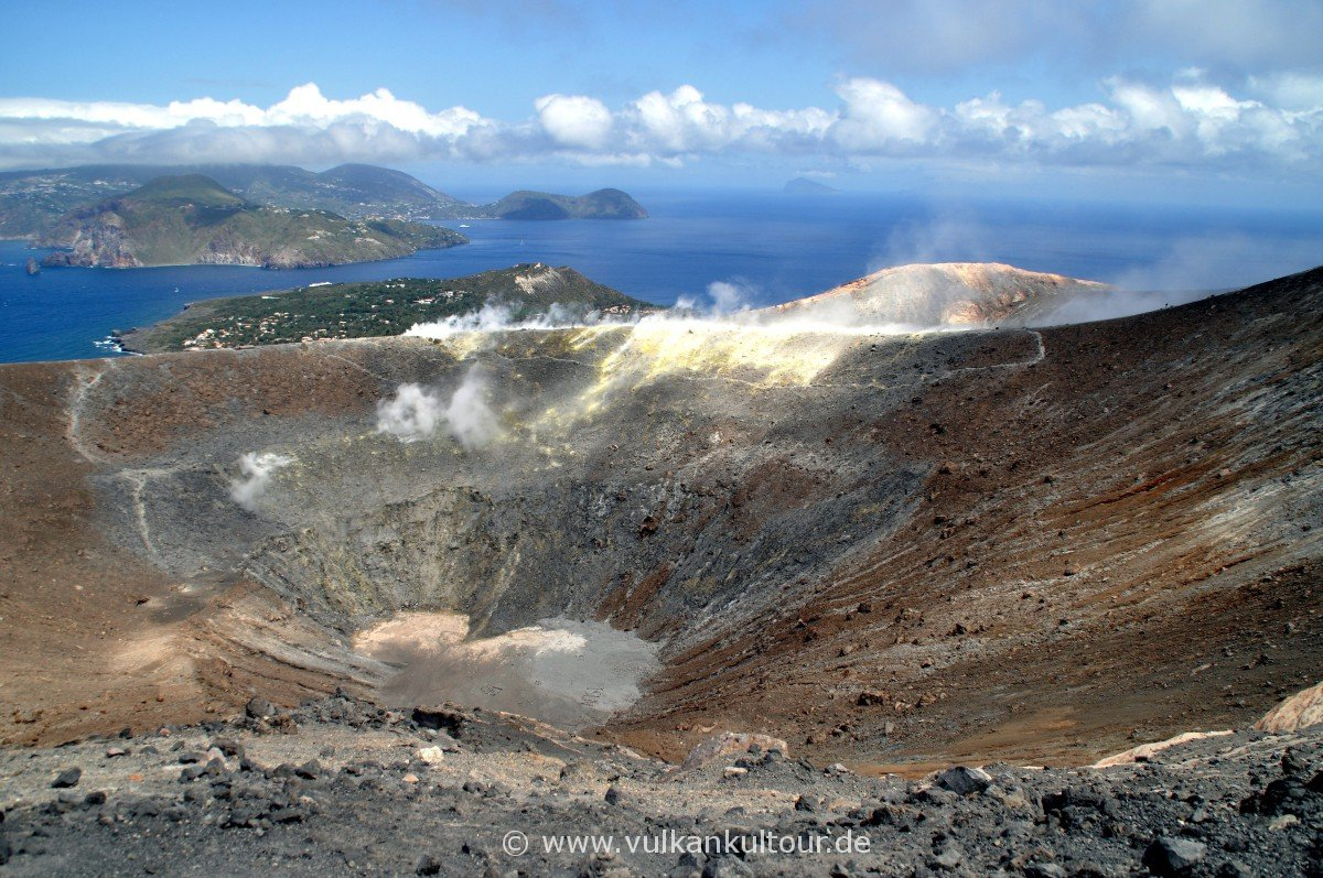 Vulcano Gran Cratere - Blick auf Lipari