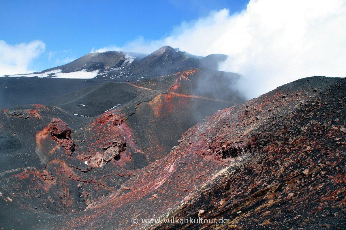 Blick vom Cratere Barbagallo zu den Gipfelkratern