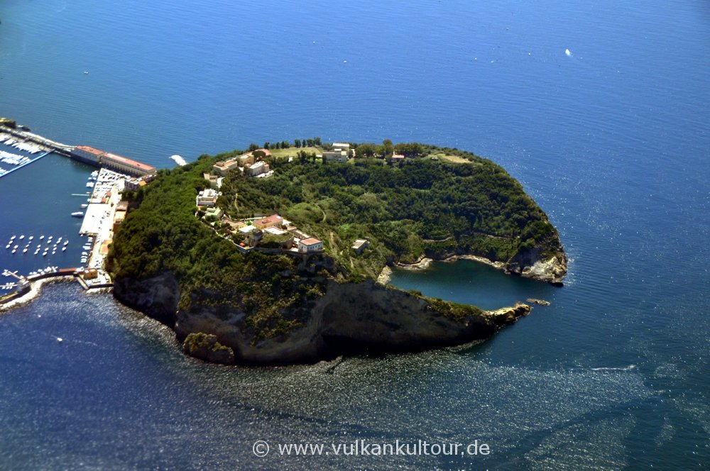 Landeanflug auf Neapel - Insel Nisida (Phlegräische Felder)