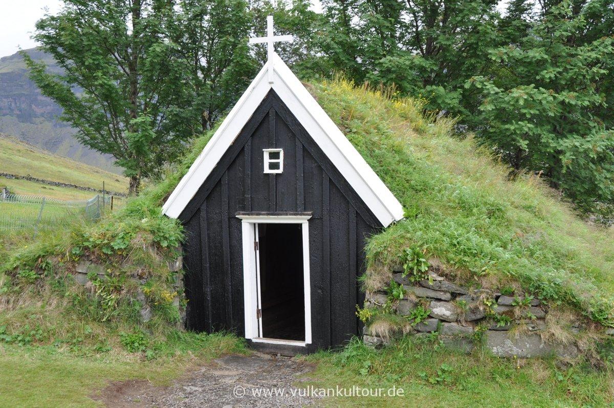 Núpsstaðakirkja, eine der kleinsten Torfkirchen Islands