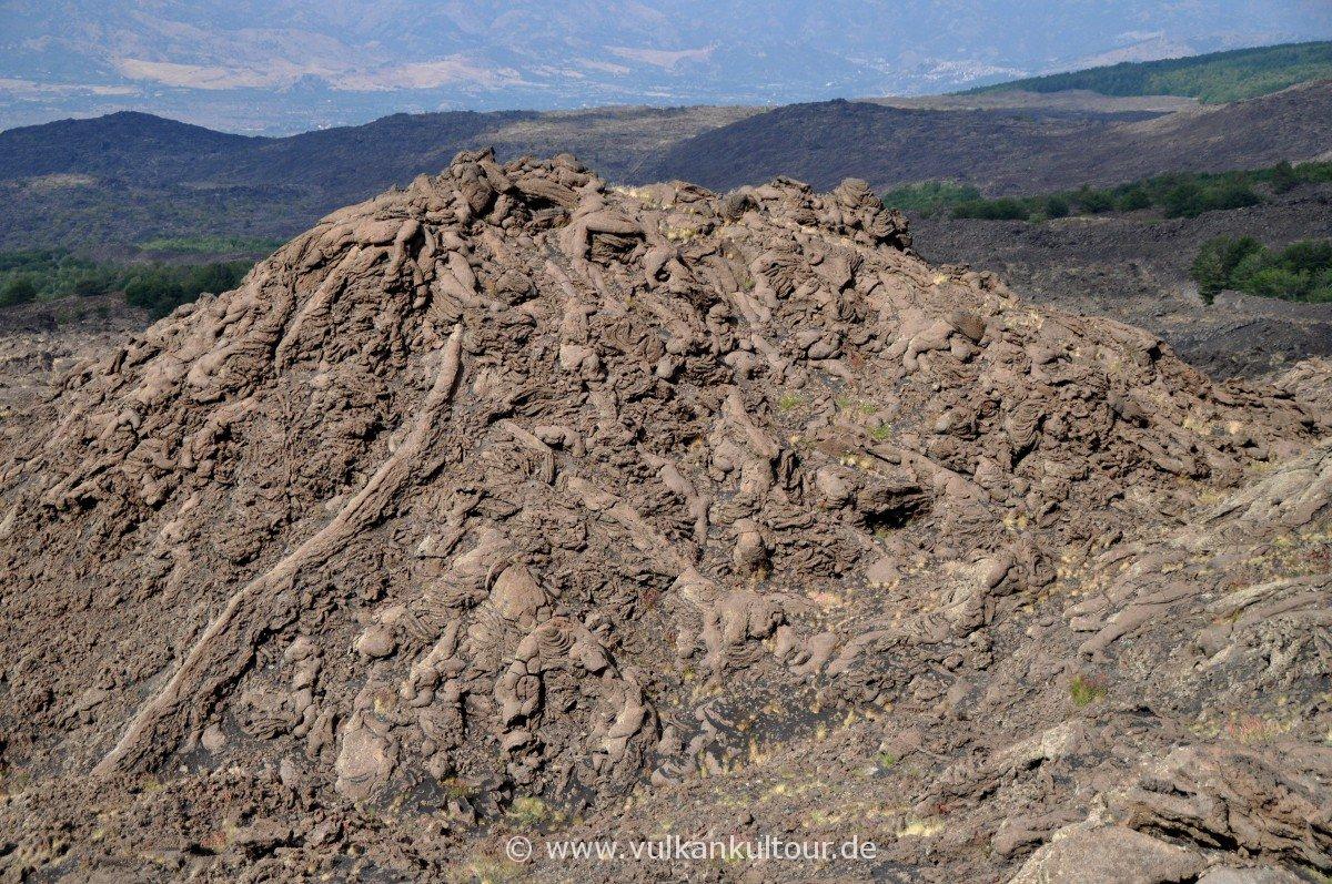 Abstieg zur Pista Altamontana - bizarre Lavagebilde