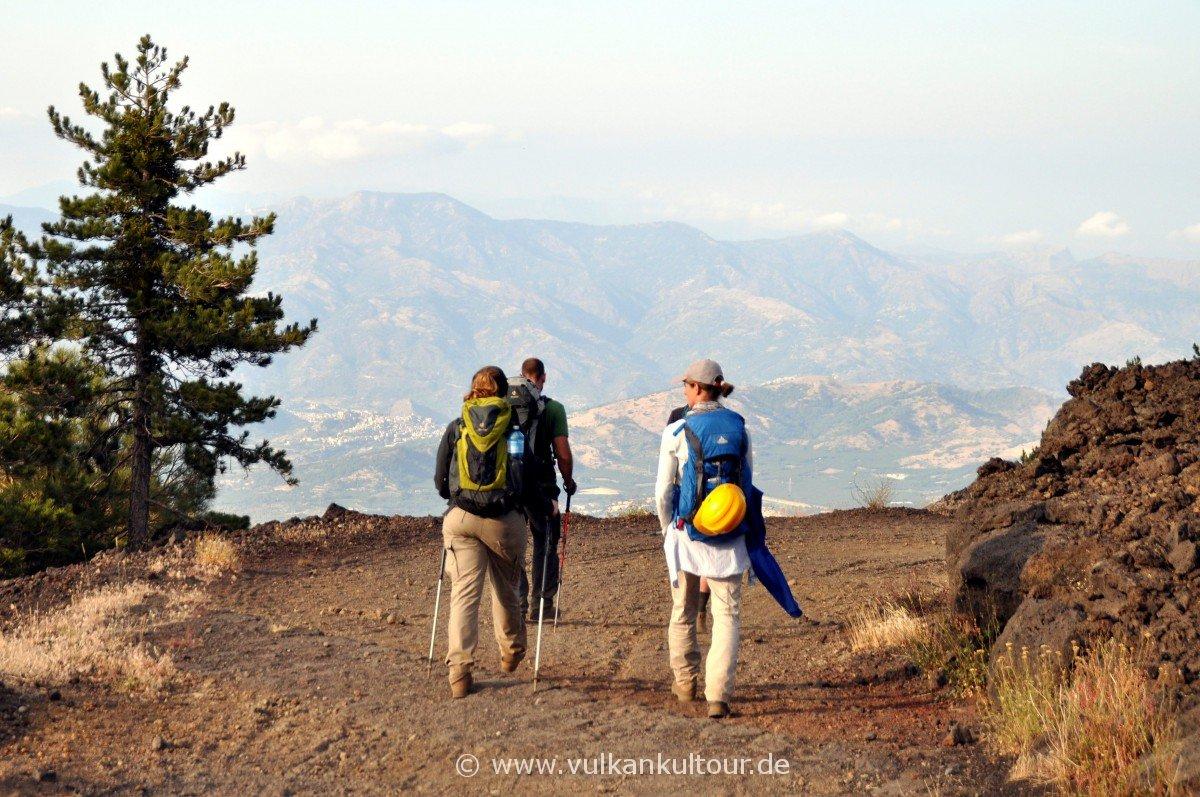 Auf der Pista Altamontana zurück zum Ausgangspunkt - weite Blicke inklusive