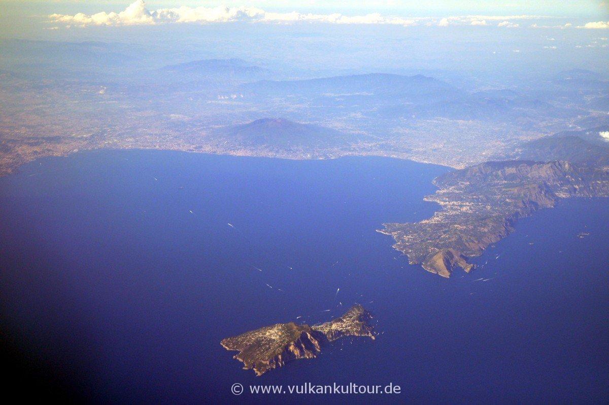 Golf von Neapel mit Vesuv, Capri, Halbinsel von Sorrent und Amalfiküste