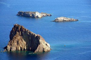 Archipel vor Panarea: Felsen Dattilo, Bottaro, Lisca Bianca - © Sergiy Bondarenko