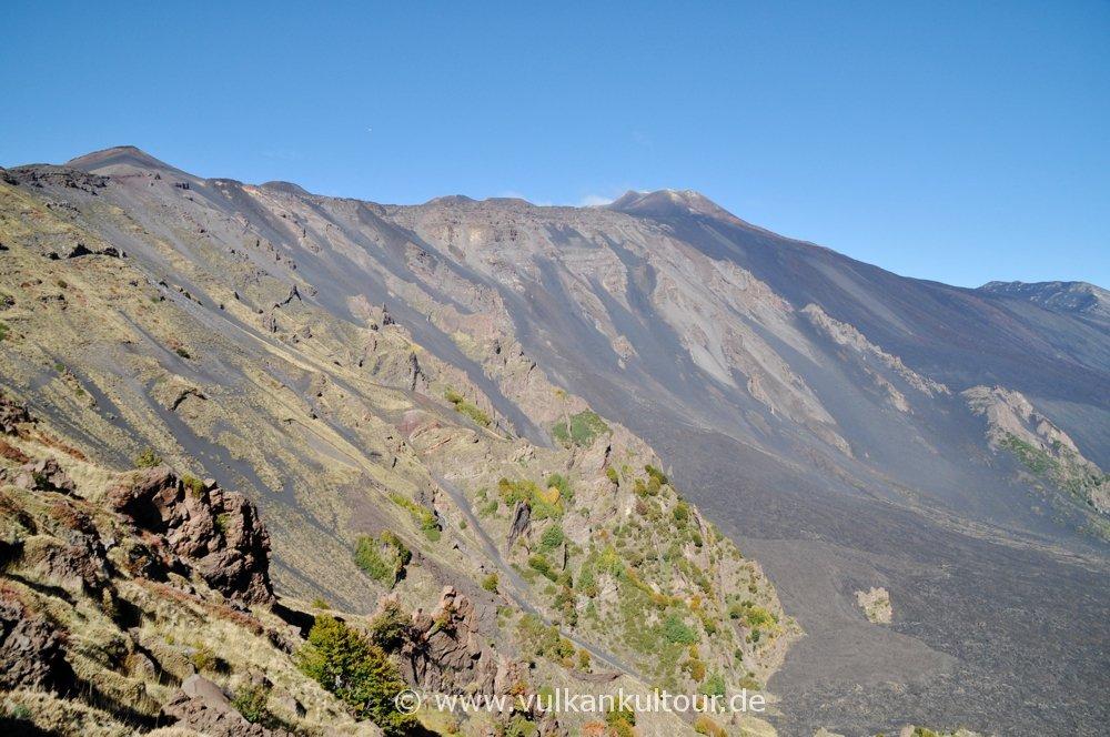 Ätna - Blick von der Schiena dell' Asino zu den Gipfelkratern