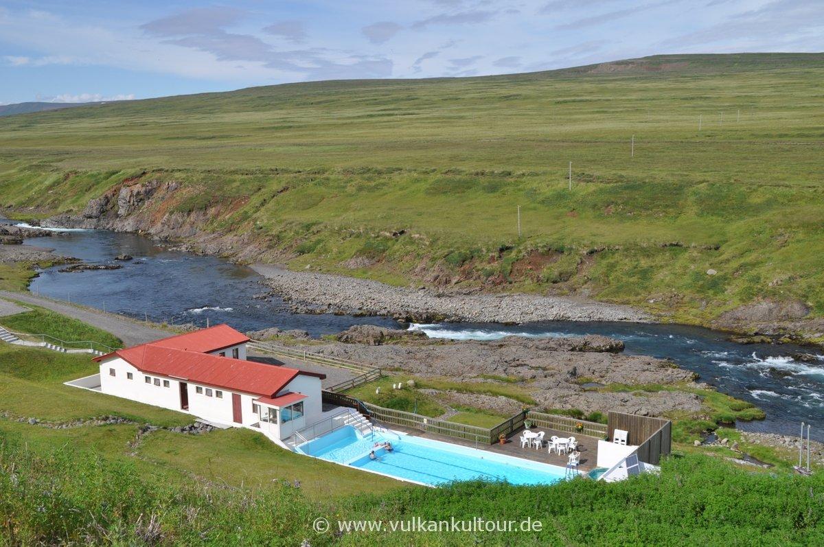 Selárdalslaug - eines der schönsten Schwimmbäder Islands