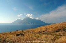 Lipari Westküste - Blick nach Salina - © Sergiy Bondarenko