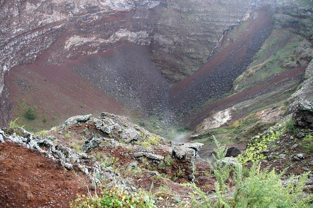 Vesuv - Blick in den Krater (© Sergiy Bondarenko)