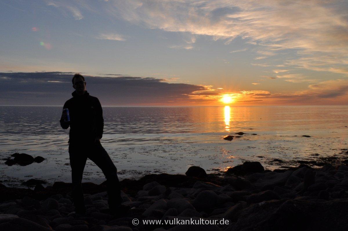 Mitternachtssonne auf der Halbinsel Langanes im äußersten Nordosten Islands