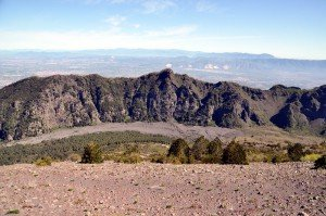 Blick vom Vesuv auf den Monte Somma Grat (punta del nasone)