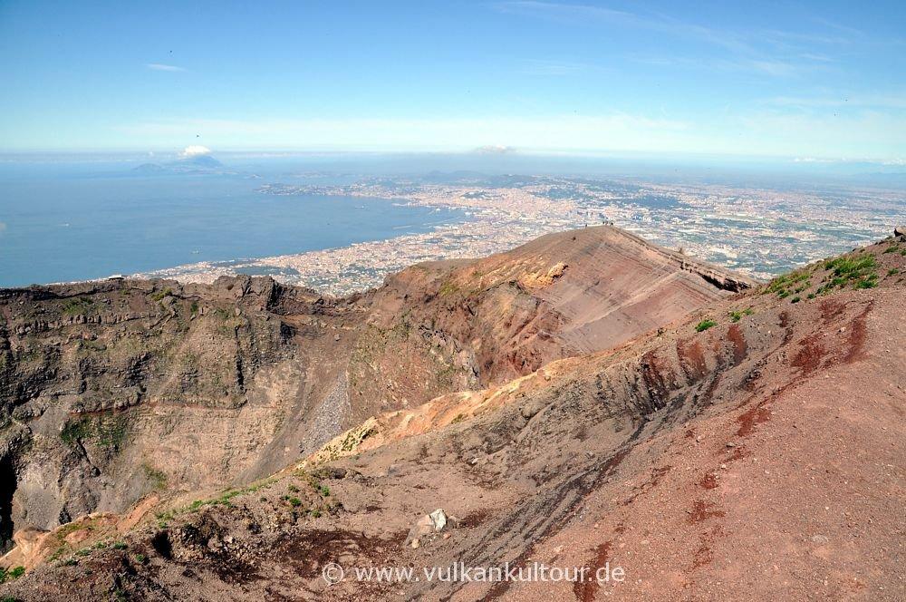 Auf dem Kraterrand des Vesuv