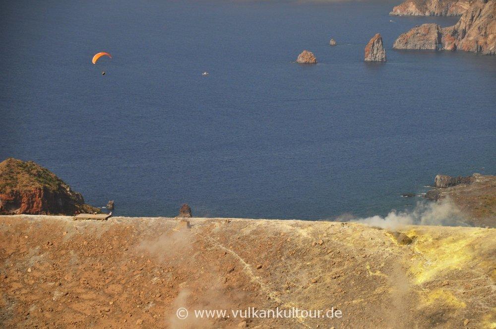 Gleitschirmflieger auf Vulcano