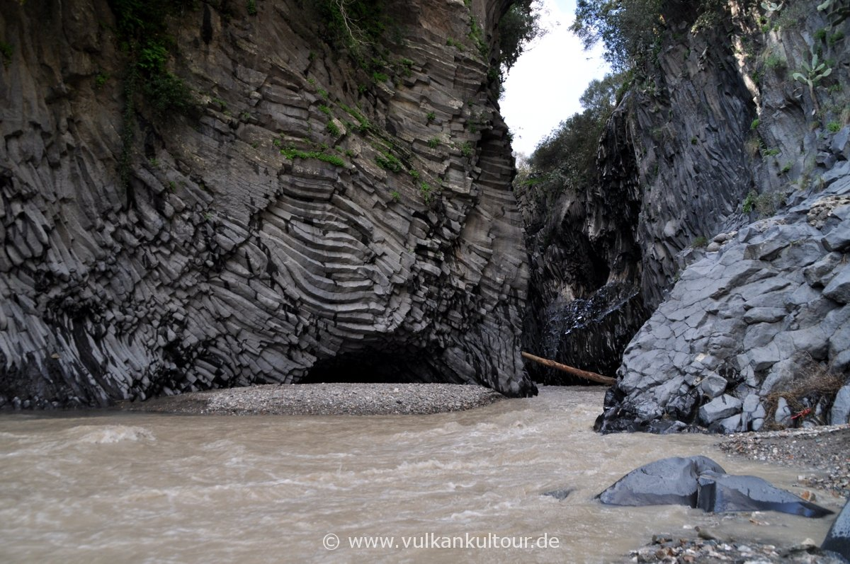Basaltsäulen in der Alcantaraschlucht