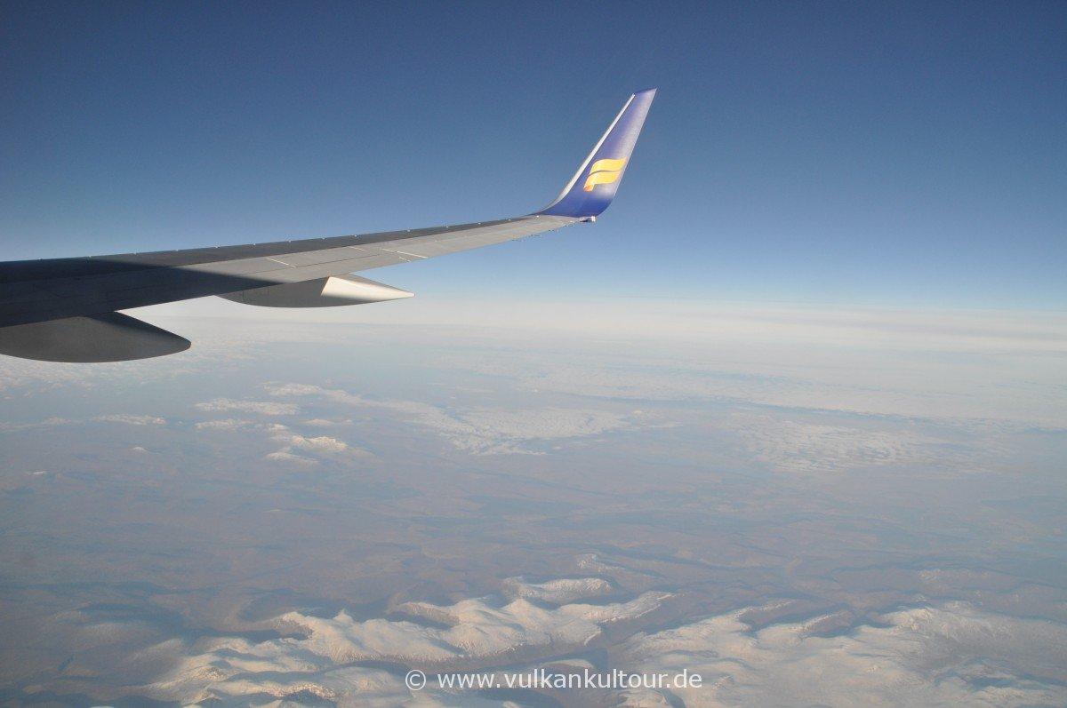 Flug nach Island über die schottischen Highlands