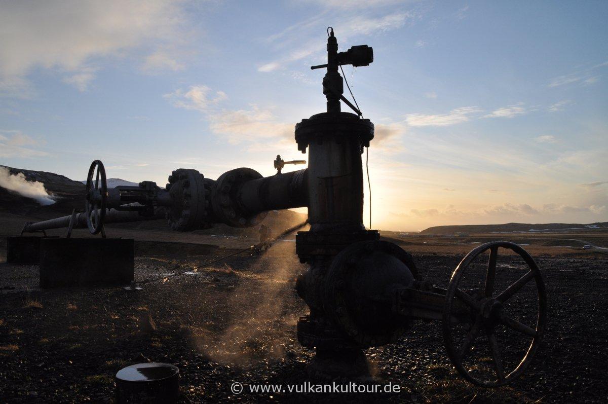 Dampfendes geothermales Bohrloch