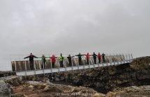 Alle zusammen auf der Brücke zwischen den Kontinenten