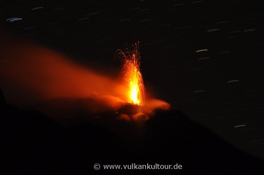 Stromboli - Zoom auf die Krater - Blick vom Alten Observatorium