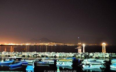 Golf von Neapel in der Nacht