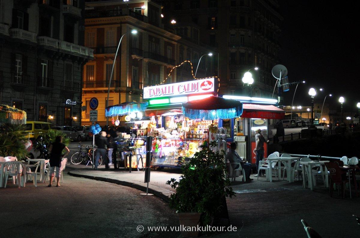 Straßenkiosk in Neapel
