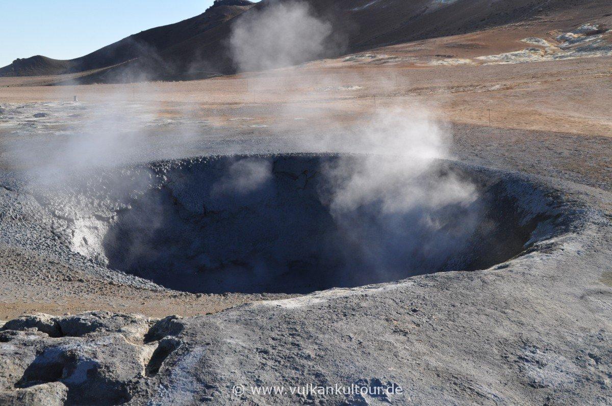 Blubbernder Mudpool im Hochtemperaturgebiet am Namafjall