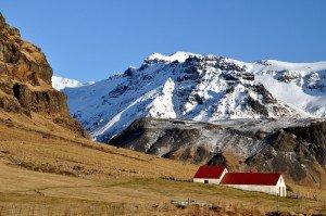 Einsame Farm unterhalb des Eyjafjallajökull