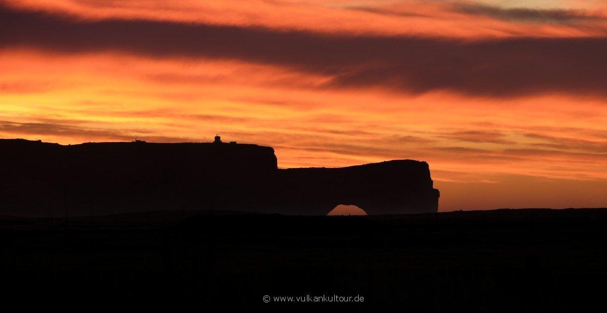 Von unseren Hütten aus erleben wir einen Sonnenaufgang, der mit Worten nicht zu beschreiben ist.