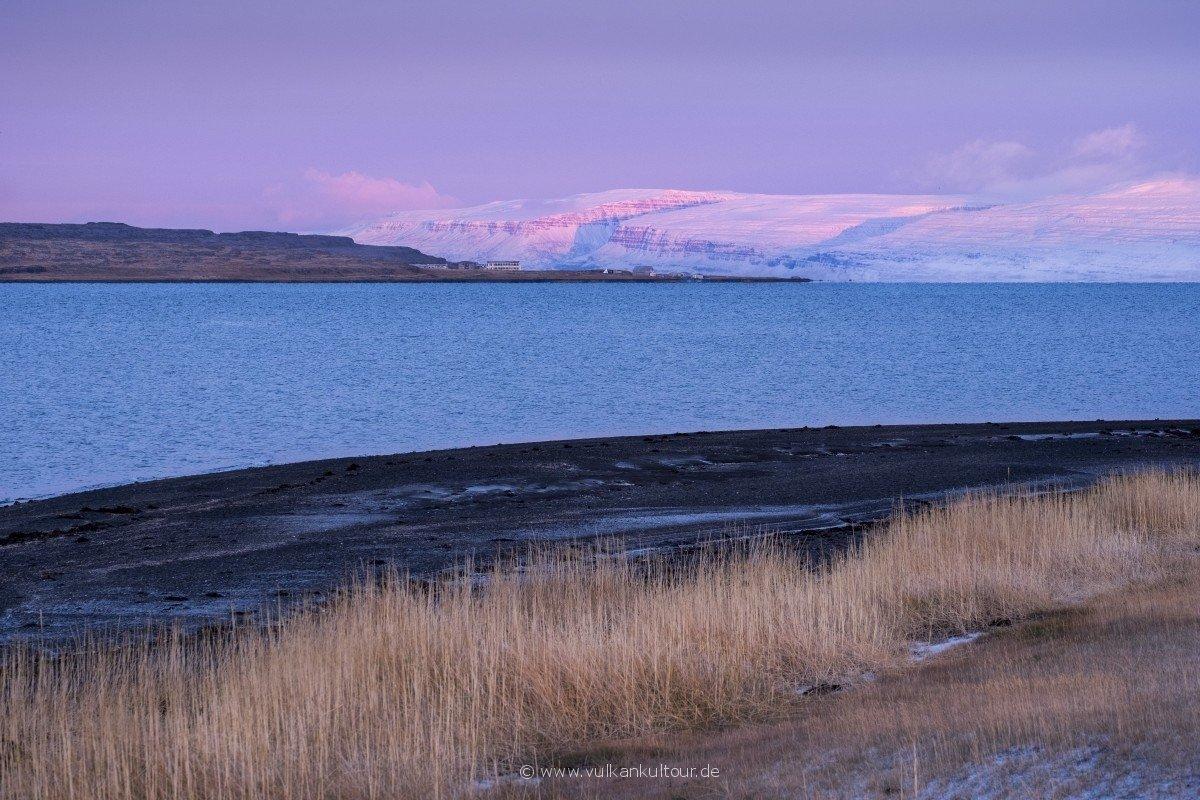 Ísafjörður mir Reykjanes-Halbinsel im Hintergrund (Westfjorde)