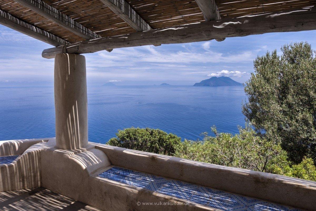 Zucco Grande - das Leben kehrt langsam zurück. Z.B. in Form dieser wunderschön renovierten Terrasse.